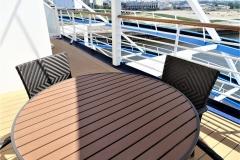 NAVIGATOR OF THE SEAS - Kabine 9694 - Balkon -  Tisch und  Stühle