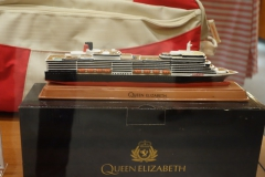 QUEEN ELIZABETH - Shops